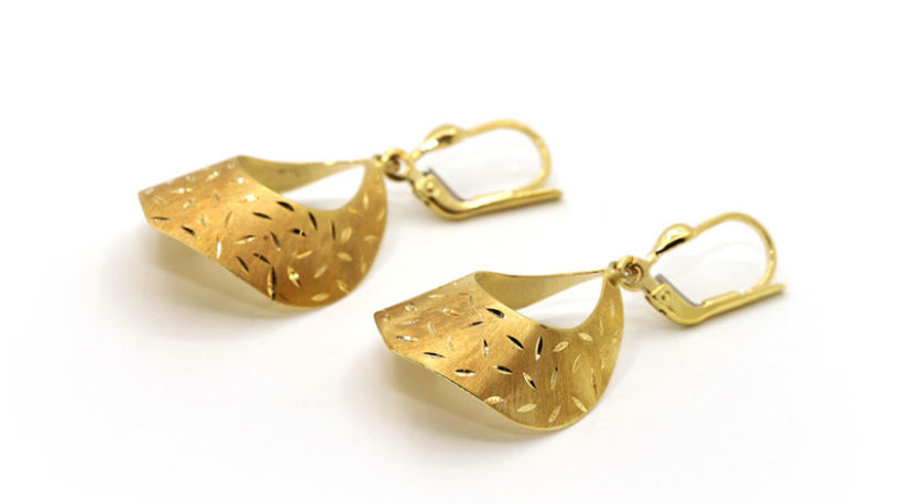 women-gold-earrings